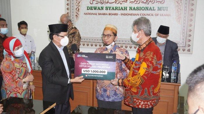 Ustaz Adi Hidayah Sampaikan Donasi Rp 14,3 Miliar dari Rakyat Indonesia untuk Palestina Lewat MUI