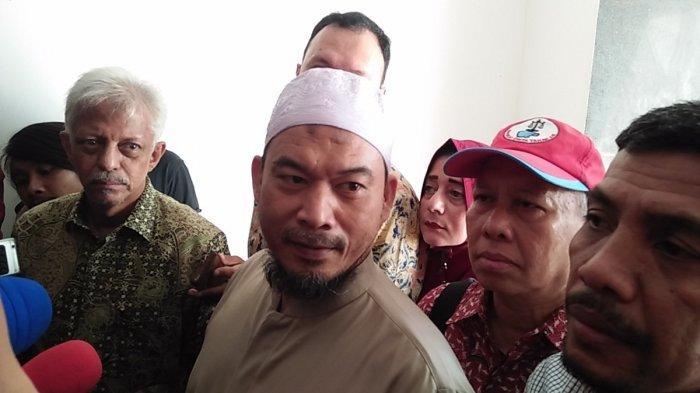 Pemimpin Pondok Pesantren Al-Hilal, Ansuf Idrus Sambo di Polda Metro Jaya
