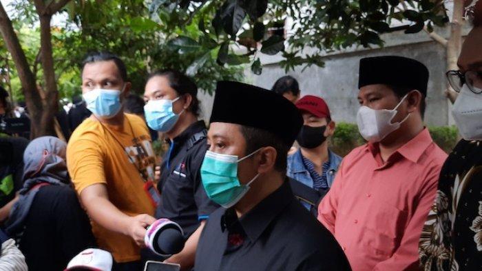 Alasan Ustaz Yusuf Mansur Memakamkan Ayah Oki Setiawan di Pesantren Miliknya