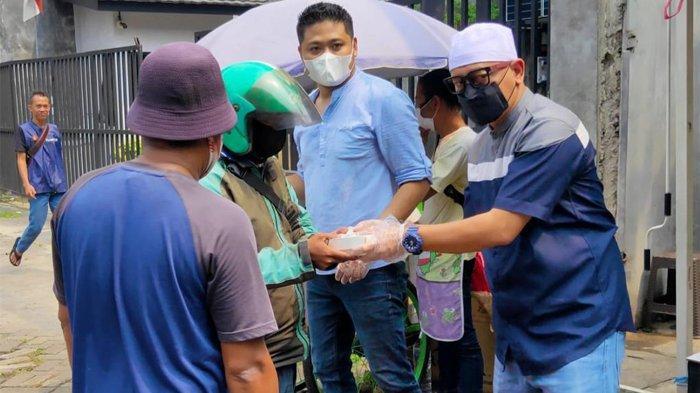 Ustaz Zacky Mirza Ikut Bagikan 1.000 Porsi Dimsum di Jalanan, Bantu Masyarakat Terdampak PPKM