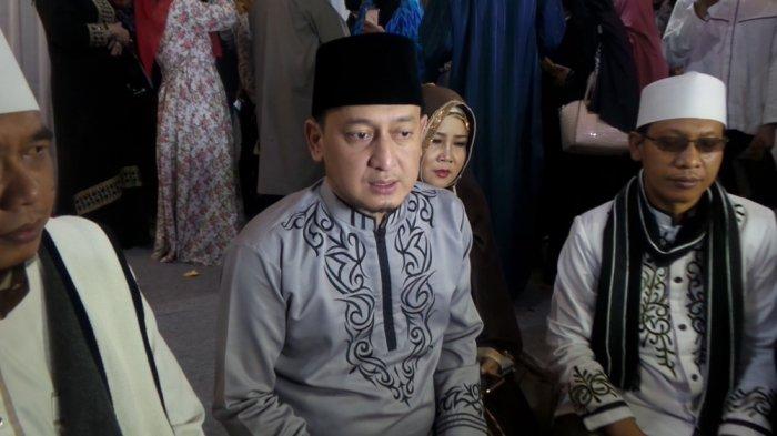 Ustaz Zacky Mirza usai tahlilan 40 hari mendiang Jupe dikediaman Jupe, Jakarta Timur, Rabu (19/7/2017).
