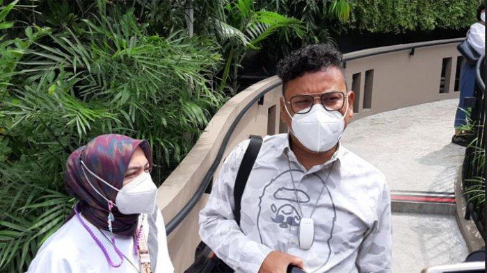 Astrid Khairunisha ditemui bersama Uya Kuya, di kawasan Kemang, Jakarta Selatan, Kamis (4/3/2021).