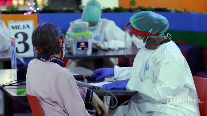 Menkes Akui Cakupan Vaksinasi Covid-19 untuk Kelompok Lansia Masih Rendah