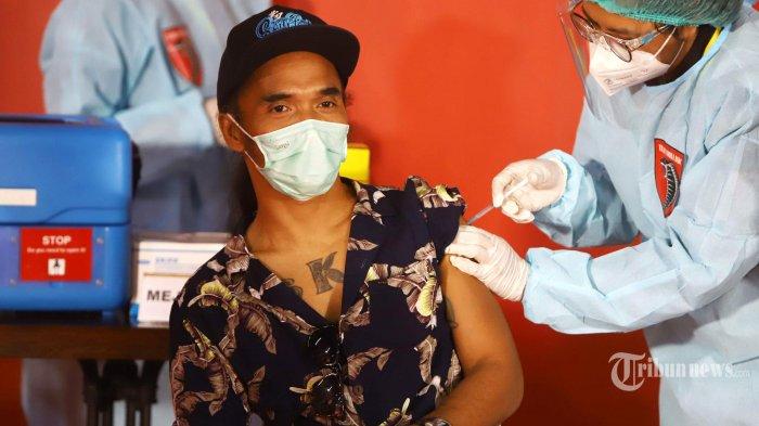 Ikut dalam Sosialisasi Vaksinasi Covid-19 Polda Metro Jaya, Kaka Slank: Vaksinasi Beri Rasa Tenang