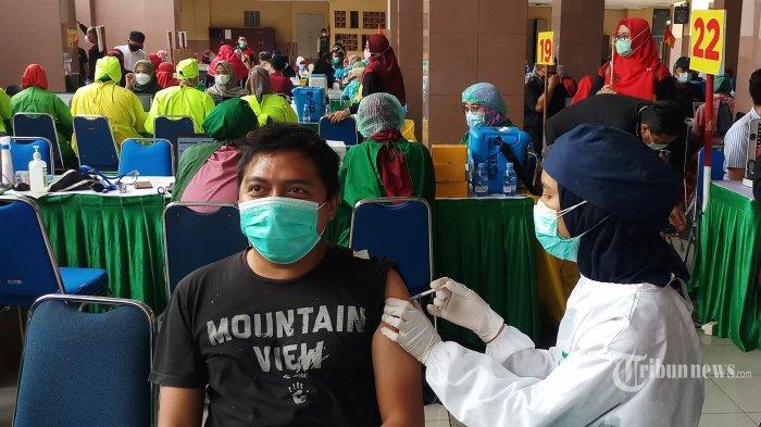Vaksinasi Tak Batalkan Puasa, Umat Islam Wajib Ikut Vaksinasi