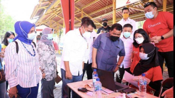 Kolaborasi Halodoc, Gojek dan Technoplast Hadirkan Vaksinasi Drive Thru di Surabaya