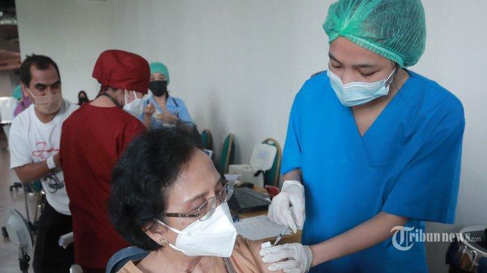Menkes: Selama Ramadan Vaksinasi Covid-19 Diprioritaskan pada Lansia