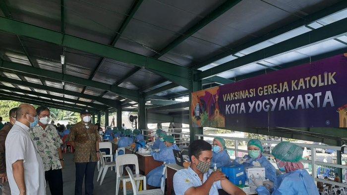 1200 Umat Katolik Kota Yogyakarta Antusiasi Ikuti Vaksinasi Covid-19 di GL Zoo