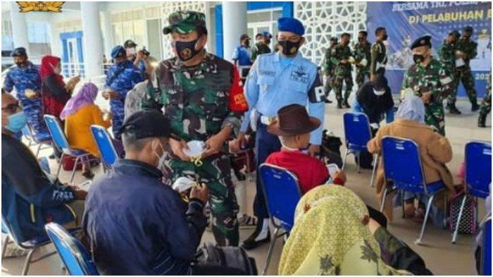 Vaksinasi Covid-19 wilayah Sabang yang berlangsung di pelabuhan Balohan Kota Sabang, melibatkan TNI-Polri kota Sabang dan seluruh unsur Forkompinda Sabang, Sabtu (26/6/2021).