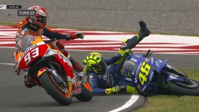 Tertawa Soal Cedera Parah Rivalnya, Valentino Rossi Tak Maafkan Marc Marquez Seusai 6 Tahun Insiden