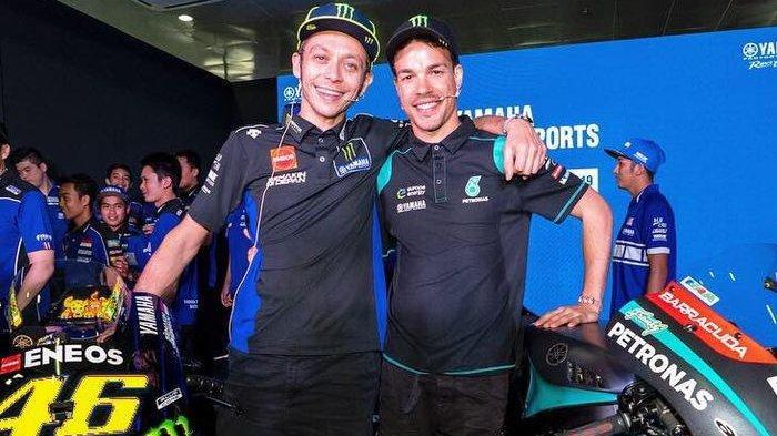 Valentino Rossi (kiri) dan muridnya Franco Morbidelli (kanan) saat menjalani tes pramusim di Sirkuit Sepang.
