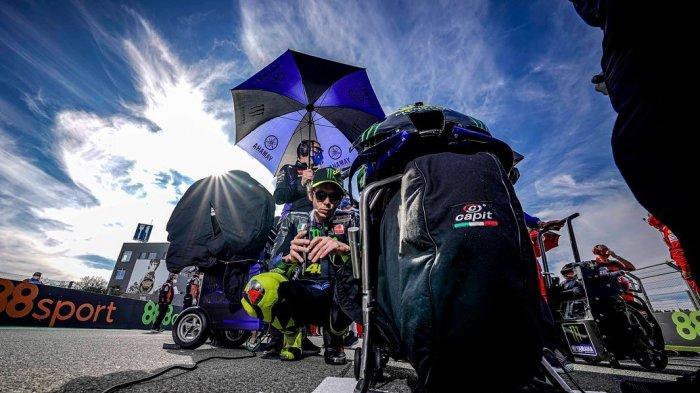 Meski Turun Kasta, Valentino Rossi Tak Akan Kehilangan Sentuhan Magisnya Kata Lorenzo