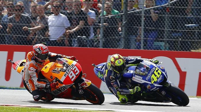 Pertarungan antara Valentino Rossi dan Marc Marquez