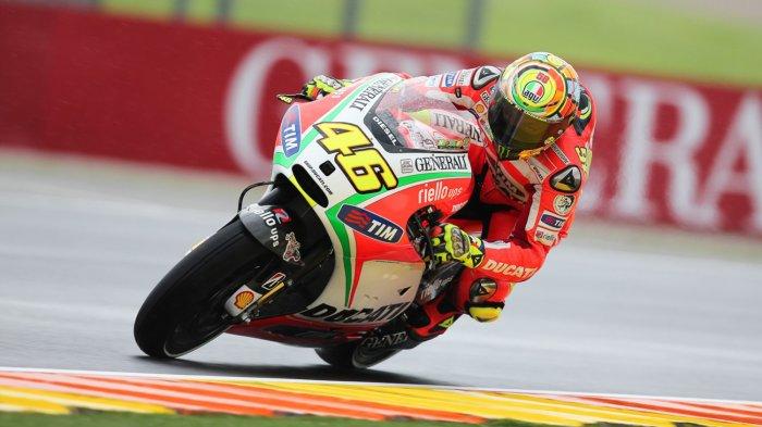 Valentino Rossi Dikompori Tak Usah Pensiun dan Gabung Ducati Musim Depan