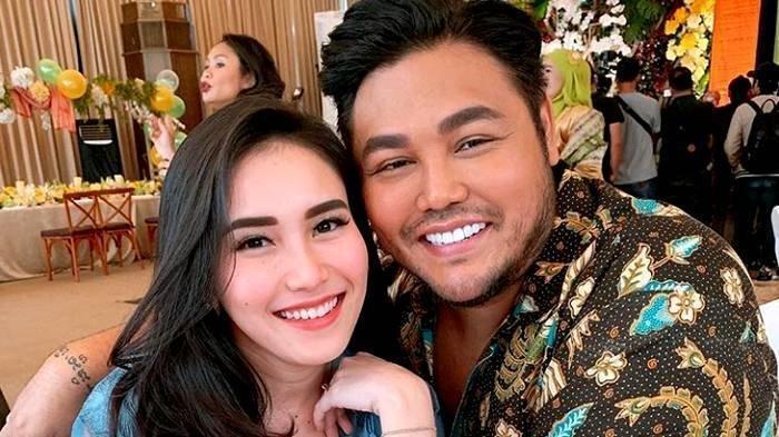 Ngamuk Minta Ivan Gunawaan Klarifikasi Soal Ciuman Bibir, Ayu Ting Ting: Jangan Ngarang