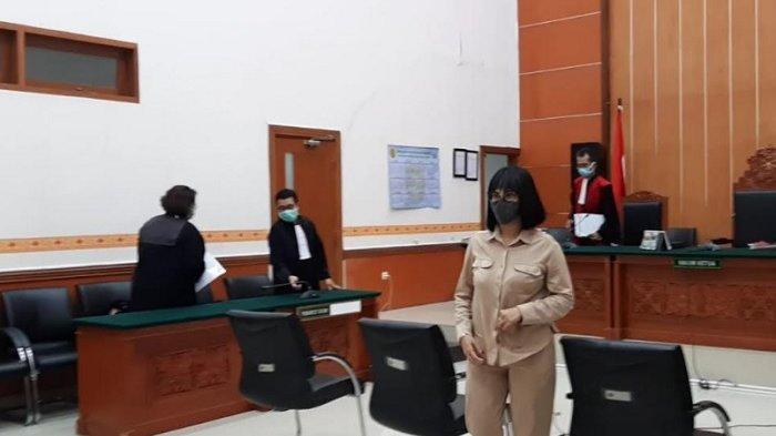 Vanessa Angel dalam ruang sidang Pengadilan Negeri Jakarta Barat usai menjalani sidang beragendakan duplik, Senin (2/11/2020).