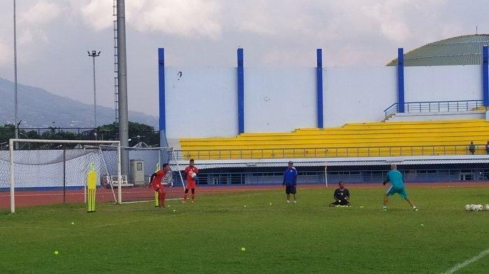 Metode Unik Luizinho Passos Pada Latihan Kiper Persib Bandung