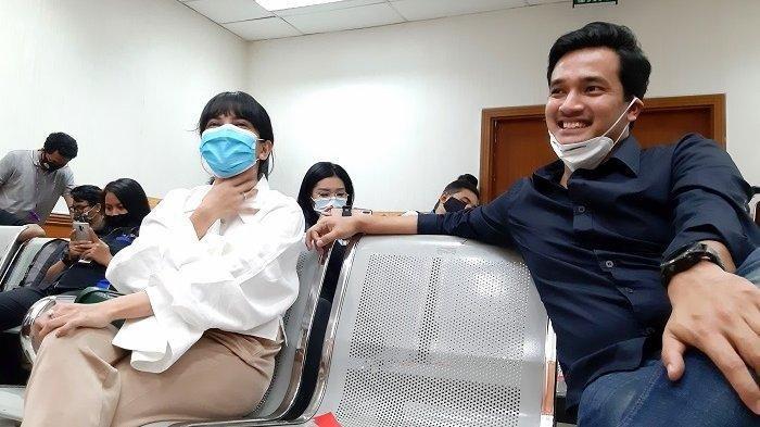 Vanessa Angel dan Bibi Ardiansyah di Pengadilan Negeri Jakarta Barat, Slipi, Jakarta Barat, Senin (31/8/2020).