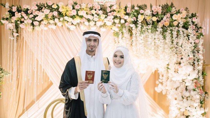 Vebby Palwinta dan Razi Bawazier telah resmi menikah