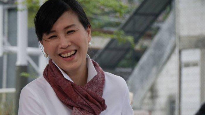 Putra sulung Ahok/BTP, Nicholas Sean menggandeng sang ibu, Veronica Tan untuk mempromosikan usahanya.