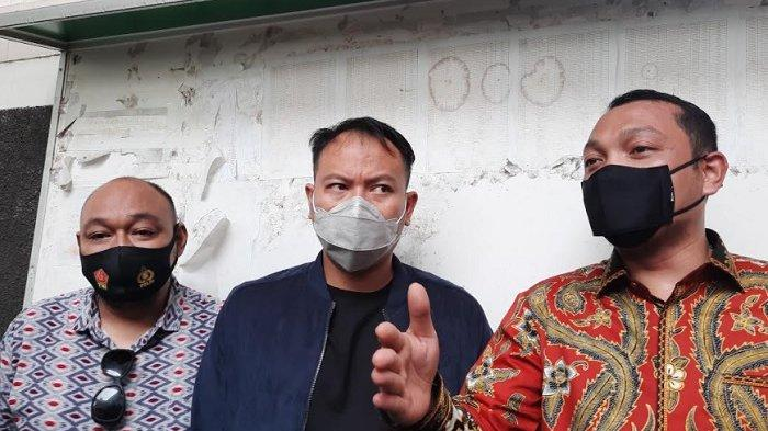 Jaksa Berhalangan Hadir, Sidang Vicky Prasetyo Ditunda