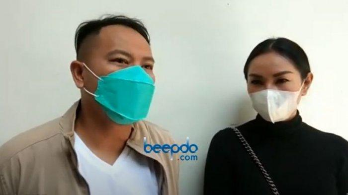 Vicky Prasetyo dan Kalina Ockatarani saat ditemui oleh awak media
