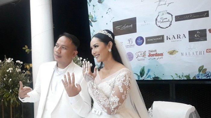 Vicky Prasetyo dan Kalina Oktarani usai akad nikah, Sabtu (13/3/2021).