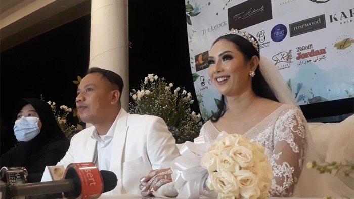 Vicky Prasetyo dan Kalina Oktarani saat jumpa pers di The Lodge Golf Jagorawi, Kabupaten Bogor, Jawa Barat, Sabtu (13/3/2021).