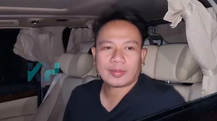 Vicky Prasetyo Ulang Tahun ke-37, Kalina Oktarani Hadiahi Mic Seharga Puluhan Juta: Buat Manggung