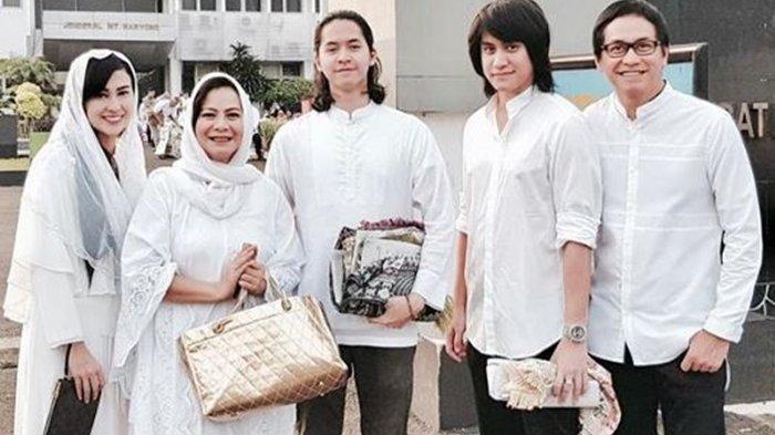 Vicy Melanie bersama keluarga Addie MS