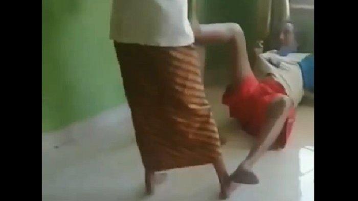 Cucu tendang Kakek di Limbangan Boja yang videonya viral.