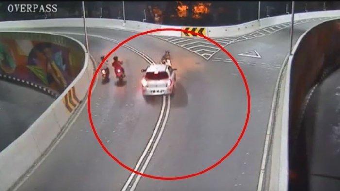 Viral video kecelakaan di Overpass Manahan Solo.