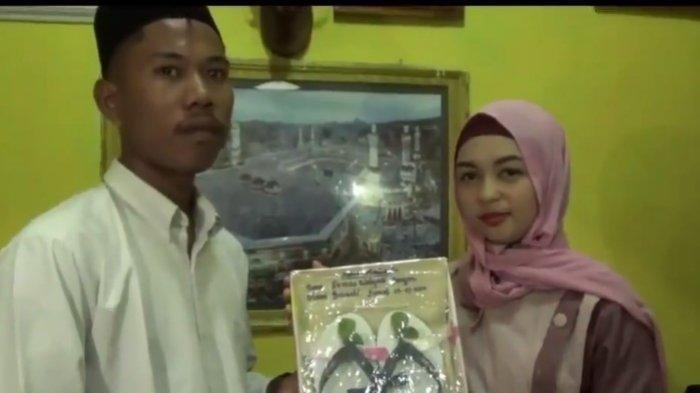 Viral Pria Lombok Nikahi Kekasihnya dengan Maskawin Sandal Jepit dan Segelas Air