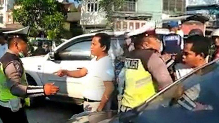 Video Viral Pengemudi Mobil Adu Mulut dengan Polisi, Tak Terima Ditilang hingga Tahan HT Polantas