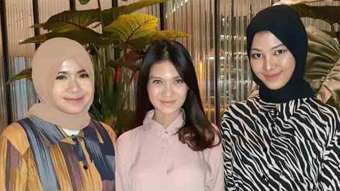 Pesinetrn Vinessa Inez (tengah) ketika ditemui disela-sela launcing Litside di kawasan Kuningan, Jakarta Selatan, Selasa (2/2/2021) petang.