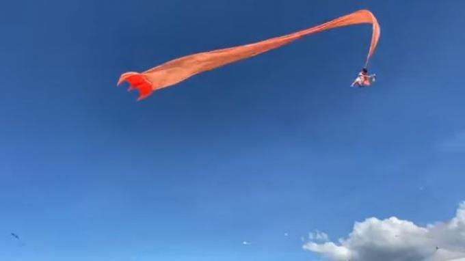 VIRAL Video Anak Kecil Terbang Terlilit Layangan Besar dan Mendarat Selamat, Kejadian di Taiwan