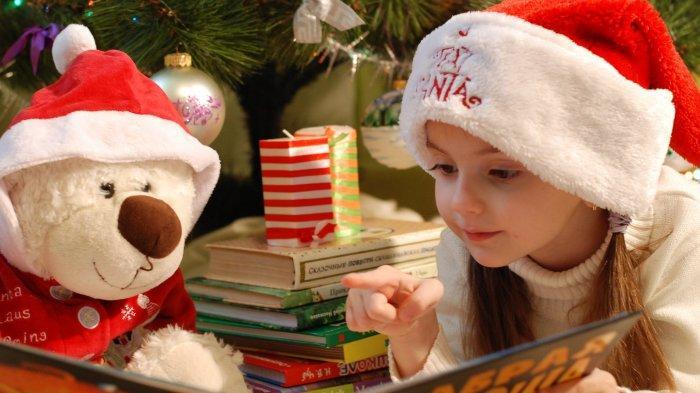 Seorang bocah yang menulis harapannya saat Natal viral di Twitter. Pasalnya, daftar barang yang diinginkan menjadi sorotan warganet dan membuat sang ayah heran.