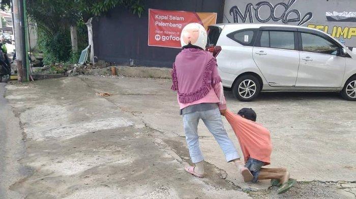 Viral video seorang istri tega menyeret suaminya karena kesal sang suami tidak menghasilkan uang dari mengemis di jalan. (Facebook Florence Wong)