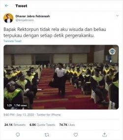 Viral video wisudawan menari dengan iringan lagu 'How You Like That' yang dipopulerkan Blackpink di hadapan rektor.