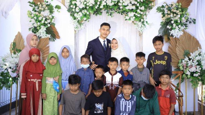 Viral kisah pengantin bagi-bagi amplop ke anak yatim saat resepsi, ternyata sudah jadi impian pernikahannya.