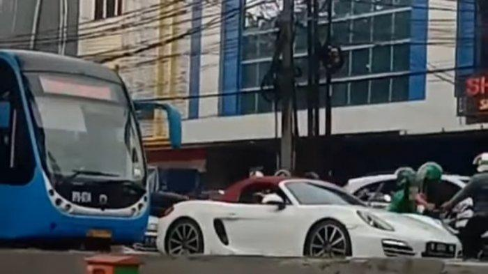 Viral Mobil Porsche Terobos Jalur Busway, Wagub DKI Minta Pengemudi Serahkan Diri