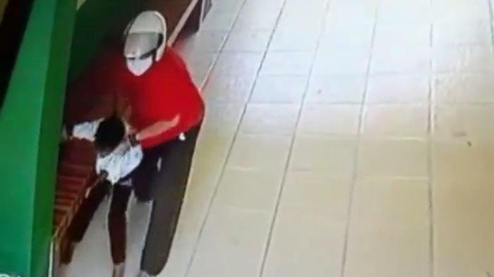 VIRAL Video Pria Diduga Dosen Hajar Bocah di Palembang, Korban Dibenturkan ke Tembok dan Dipukuli