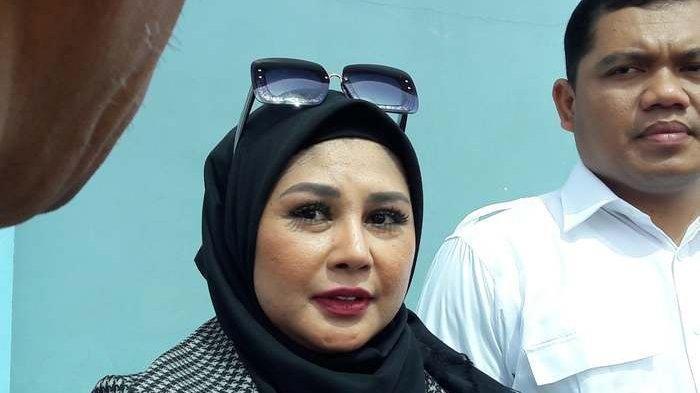 Istri Sandy Tumiwa, Vivi Paris yang ditemui di gedung Trans TV, Jalan Kapten Tendean, Mampang Prapatan, Jakarta Selatan, Senin (4/3/2019).