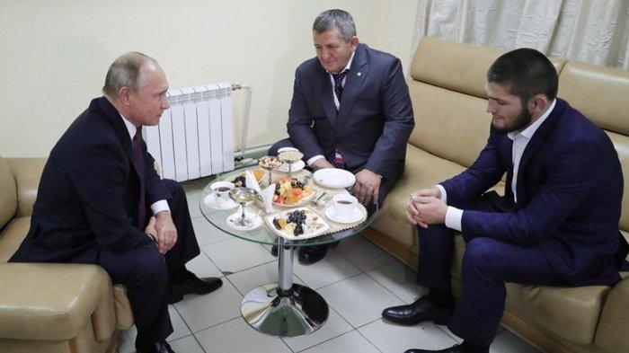 Petuah Bijak Vladimir Putin Saat Khabib Nurmagomedov Minta Maaf Tak Bisa Kendalikan Emosi Tribunnews Com Mobile