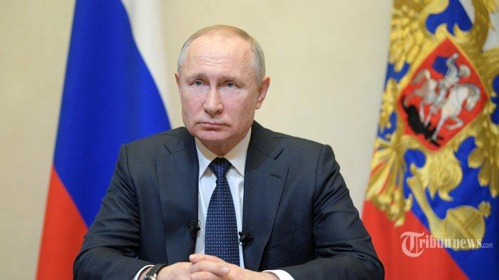 Presiden Rusia Vladimir Putin berpidato di negara tersebut terkait wabah koronavirus di kediaman Novo-Ogaryovo di luar Moskow pada 25 Maret 2020. (AFP/Alexei Druzhinin/ SPUTNIK/AFP)