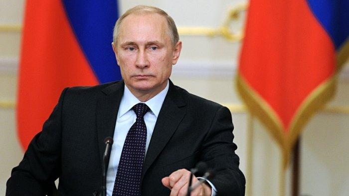 Mendapat Payung Lebih Dulu dari Presiden Perancis dan Kroasia, Vladimir Putin Menjadi Sorotan