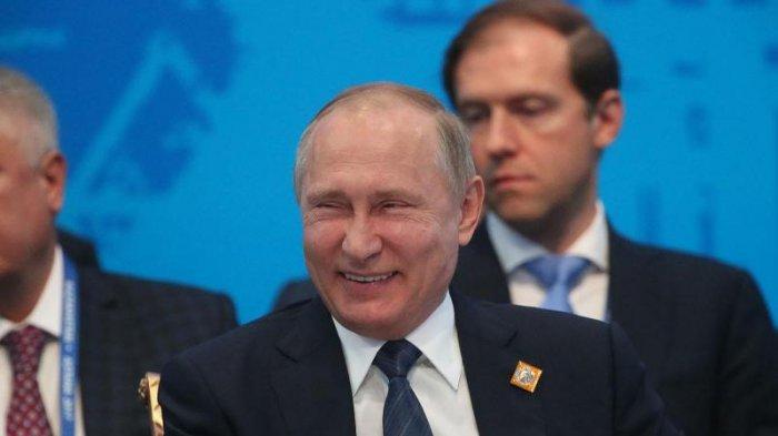 Vladimir Putin Akan Terbitkan Larangan Media AS Beroperasi di Rusia