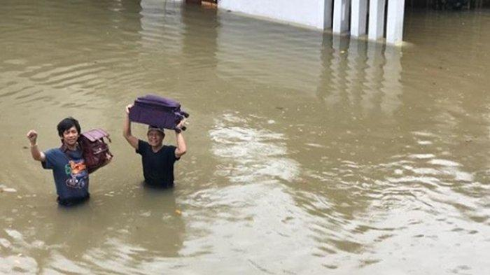 Kulkas Rian D'Masiv Hanyut Terseret Banjir