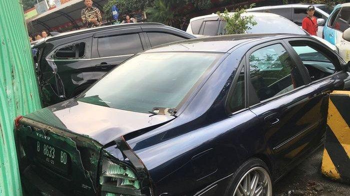 Terlibat Kecelakaan di Jalan Tol Cipularang Pengguna Volvo S80 Selamat, Ini 'Penolongnya'