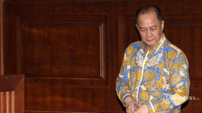 Terdakwa kasus dugaan korupsi penerbitan Surat Keterangan Lunas (SKL) dalam pemberian Bantuan Likuiditas Bank Indonesia (BLBI) Syafruddin Arsyad Temenggung menjalani sidang pembacaan putusan di Pengadilan Tipikor, Jakarta Pusat, Senin (24/9/2018). Majelis hakim memvonis mantan Kepala Badan Penyehatan Perbankan Nasional (BPPN) tersebut dengan hukuman 13 tahun penjara dan denda Rp700 juta subsider tiga bulan kurungan. TRIBUNNEWS/IRWAN RISMAWAN